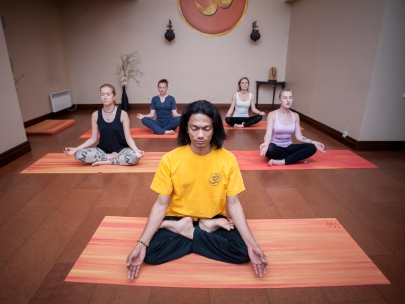 Учитель йоги Саниш